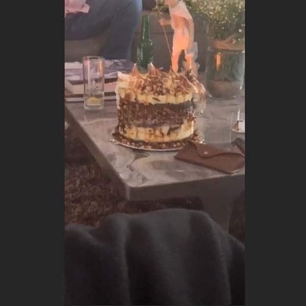 केक पर थी सभी की नजरें
