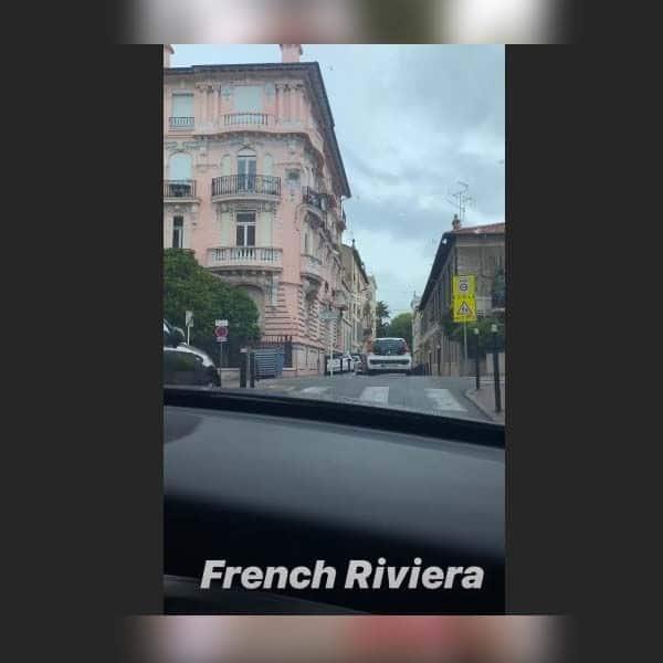 दिखाई फ्रेंच रिवेरिया के शांत सड़कों की झलक