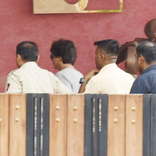 मीडिया के कैमरों ने किया कैद