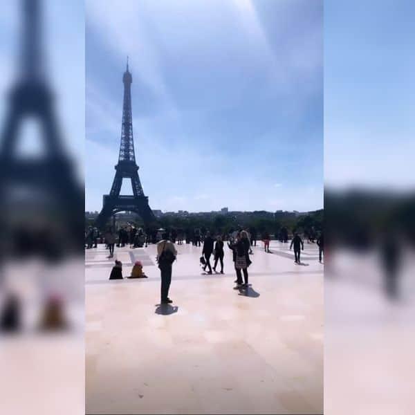 आईफिल टावर घूम रही हैं हिना