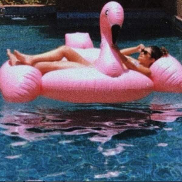 स्वीमिंग पूल में भी लिया मजा