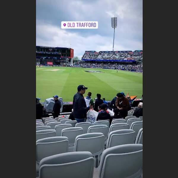 स्टेडियम में पहुंचकर खींची ये तस्वीर