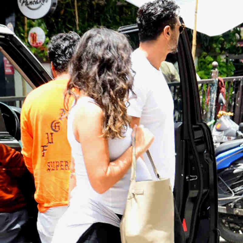 गैब्रिएला के साथ मुंबई की सड़कों पर नजर आए अर्जुन