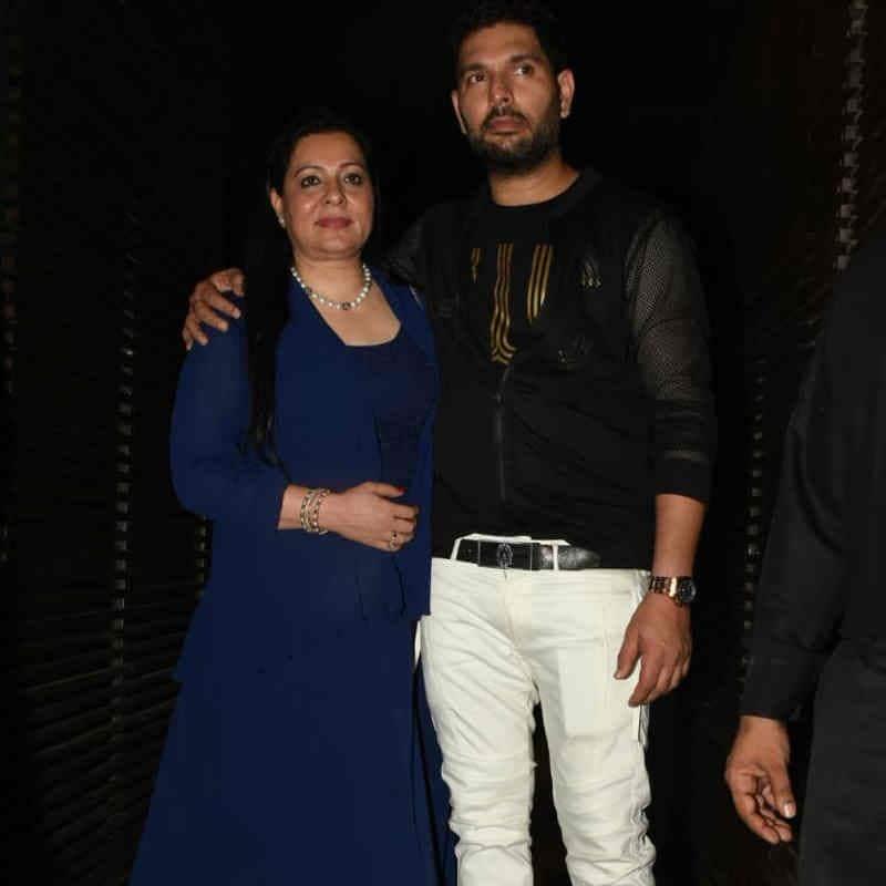 अपनी मां के साथ युवराज आए मीडिया के सामने