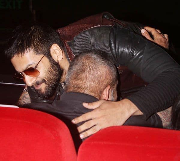 संजू बाबा के गले लग पड़े अली फजल