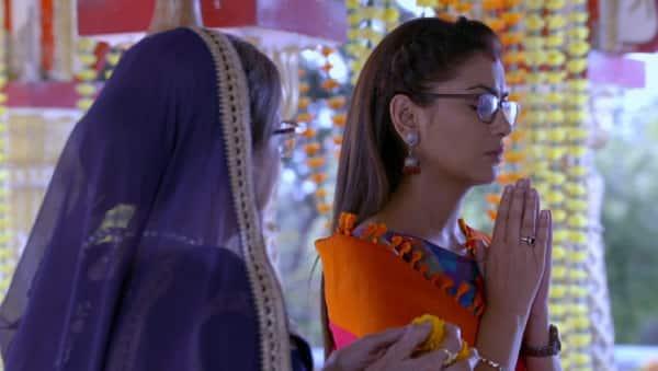 When Daadi Sees Pragya At The Temple   Abhi & Pragya   Sriti   Shabir  