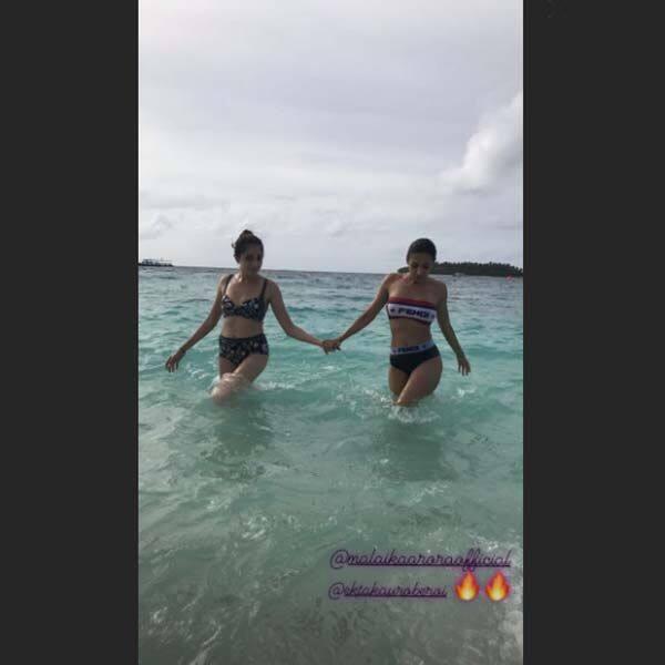 समुंदर की लहरों से खेलती दिखी मलाइका