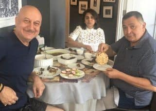 Anupam Kher is glad for having fed the perfect 'aate ka phulka' to Rishi Kapoor at his home