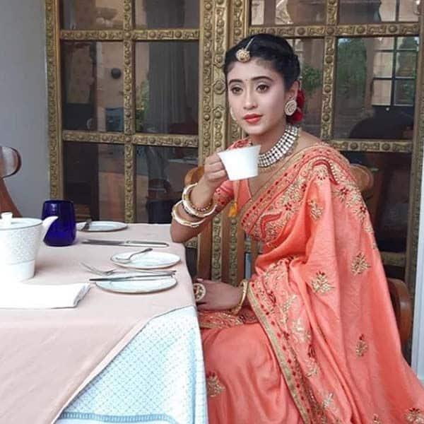 चाय का लुत्फ उठाती हुई नजर आई टीवी की नायरा