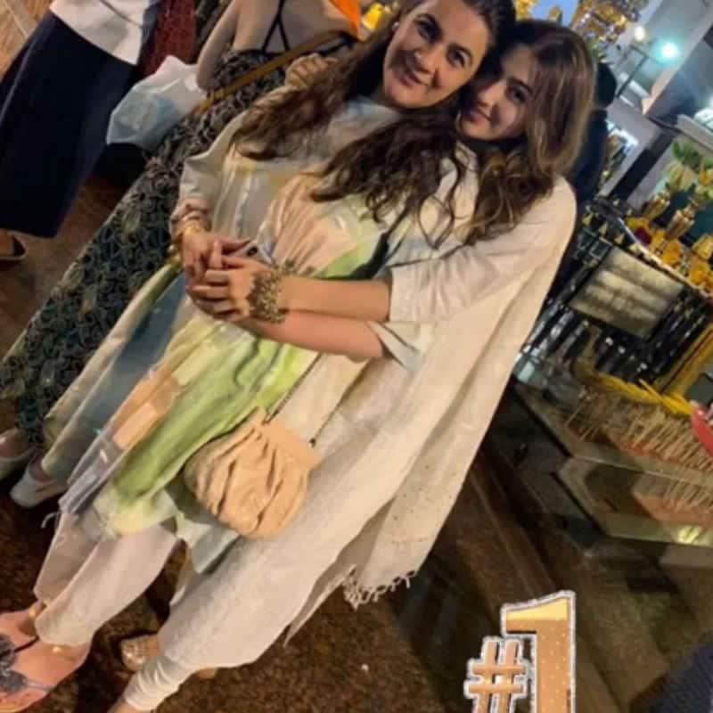 Sara Ali Khan ने पोस्ट शेयर कर मां को बताया नं 1