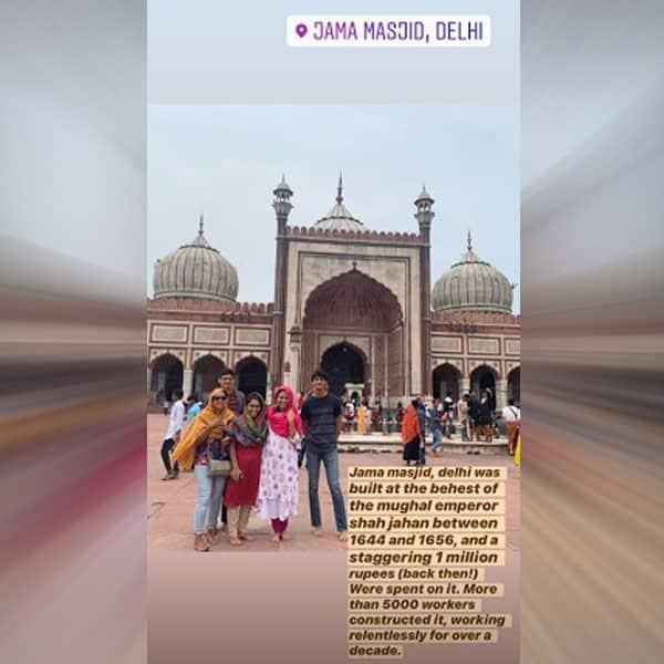 जामा मस्जिद में पूरे परिवार ने दिया पोज