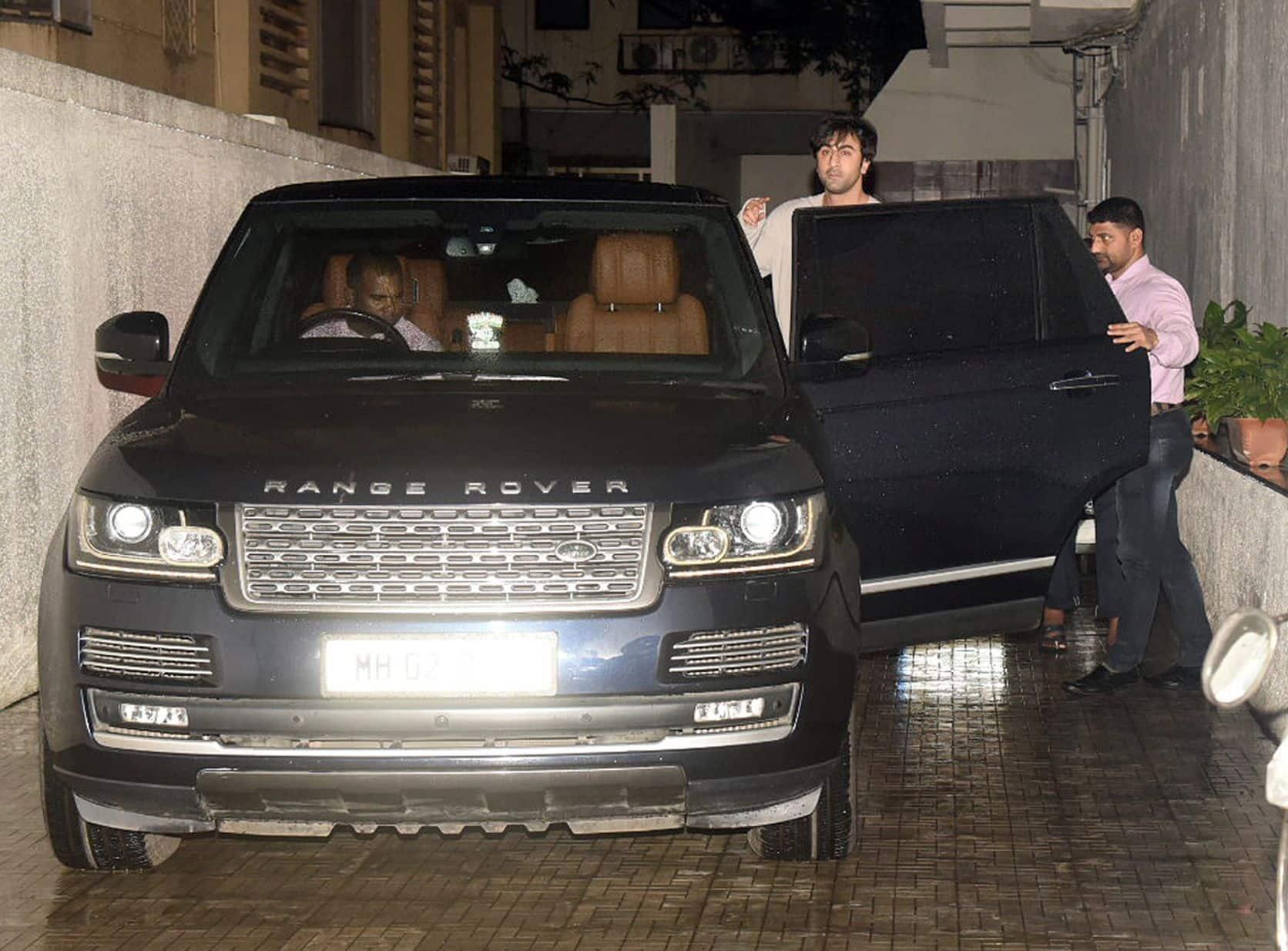 Alia Bhatt के बिना ही Karan Johar के ऑफिस गए