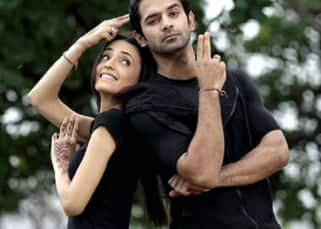 #HappyBirthdayBarunSobti! Here's a throwback to Iss Pyaar Ko Kya Naam Doon jodi - Arnav and Khushi