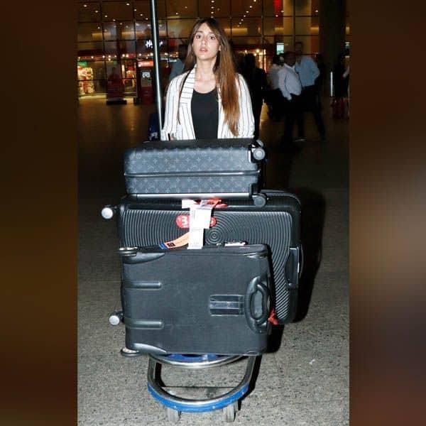 एयरपोर्ट पर ढ़ेर सारा सामान लिए नजर आई Ileana D'Cruz