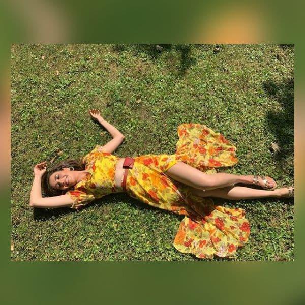 धूप में फरमाया आराम