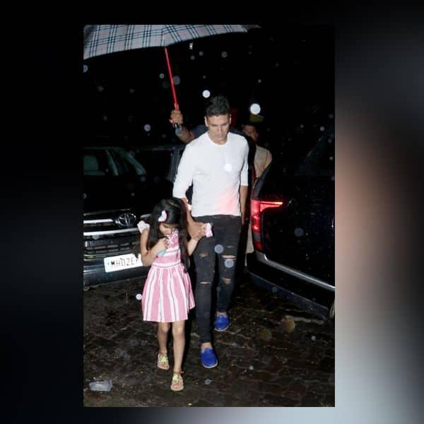 बेटी नतारा का हाथ थामें नजर आए Akshay Kumar
