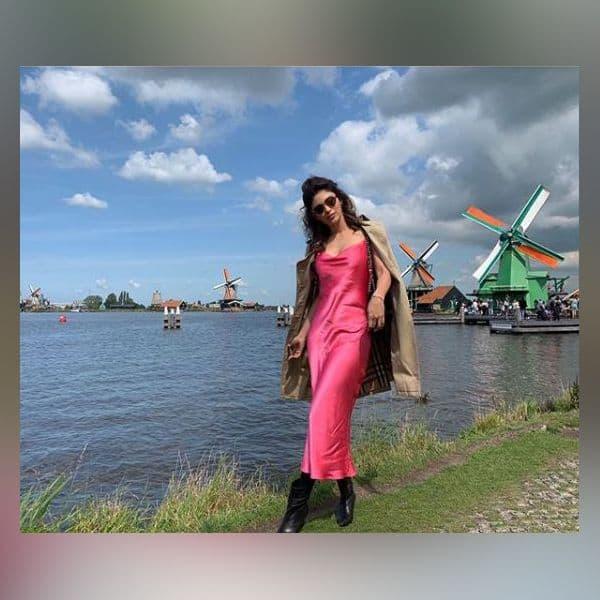 हॉलैंड की सबसे खूबसूरत जगह का मजा ले रही हैं Mouni Roy