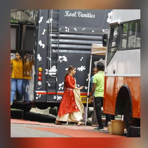 तस्वीरें देखकर उत्साहित हुए Mouni Roy के फैंस