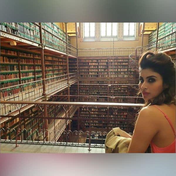 किताबों को पढ़ने की शौकीन हैं Mouni Roy