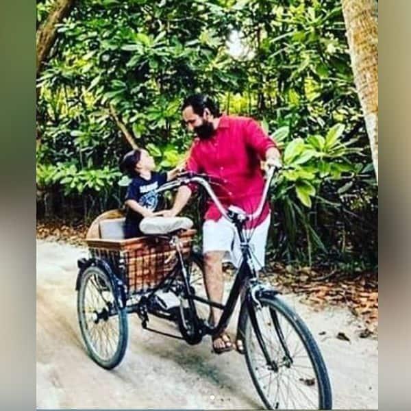 तो कभी करवाते हैं साइकिल की सवारी
