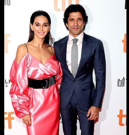 TIFF में संग दिखे Shibani Dandekar और Farhan Akhtar