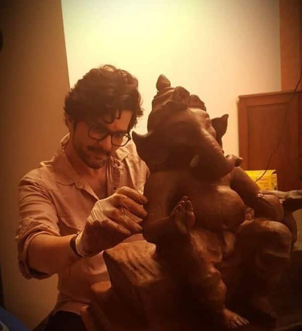 ईको फ्रेंडली मूर्ति अपने हाथों से बनाई है