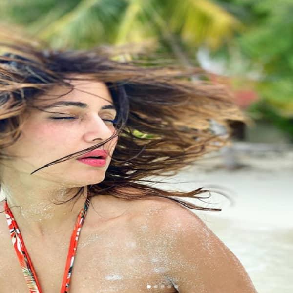बेहद बोल्ड अंदाज में नजर आई हिना खान