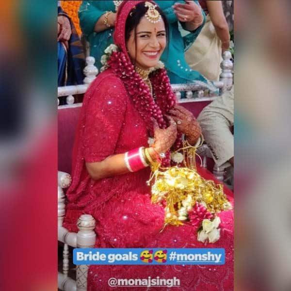 मंडप पर मुस्कुराईं Mona Singh