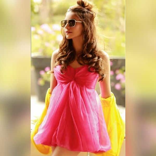 सनग्लासेज से बढ़ा Aamna Sharif का स्वैग
