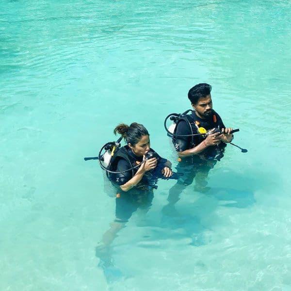पानी में जाने से पहले Hina Khan ने किया ये काम
