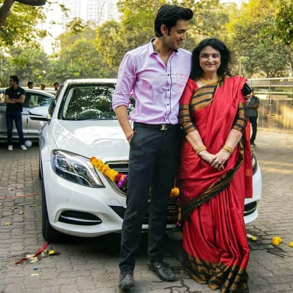 Parth Samthaan ने दिया मां को तोहफा