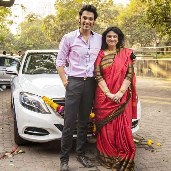 Parth Samthaan की मां के चेहरे पर दिखी खुशी