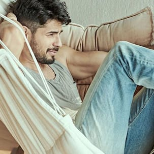 Sidharth Malhotra to have a double role in Thadam remake; film to release on THIS date
