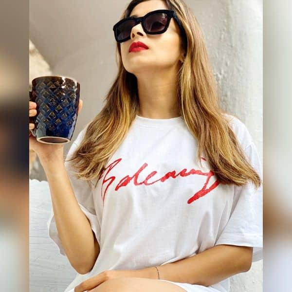 कॉफी का लुत्फ उठा रही हैं Tina Datta