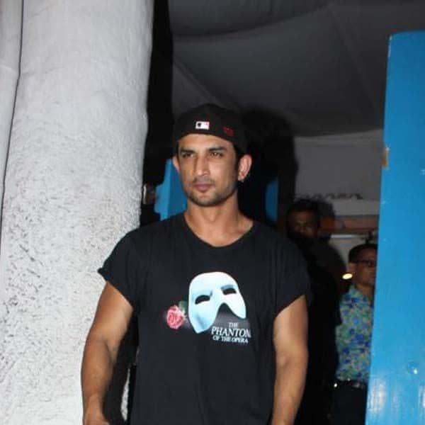 सुशांत सिंह राजपूत के पास थे टीशर्ट के खूब कलेक्शन