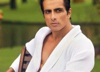 Sonu Sood offers THIS solution to a woman who can't stay with her husband in this lockdown
