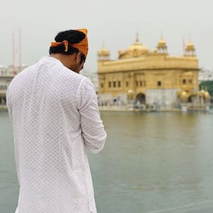 Vicky Kaushal prays for peace with a picture at Golden Temple, writes, 'Jo hai... jo chale gaye, saareyaan nu sukh shaanti bakshyo'
