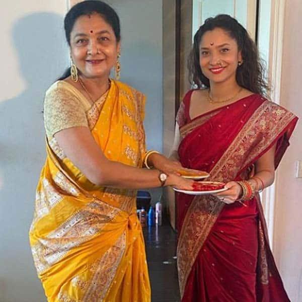 बेटी अंकिता लोखंडे की हिम्मत बढ़ाती नजर आई मां