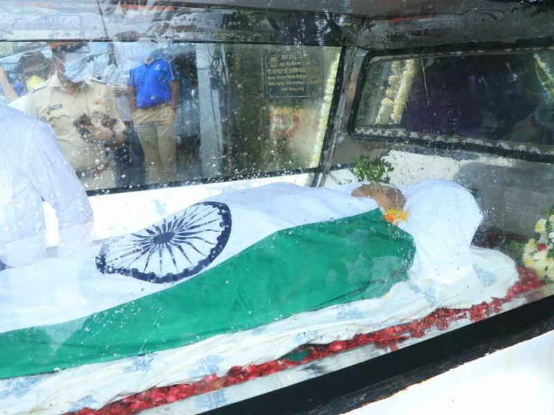 मुंबई में किया गया अंतिम संस्कार