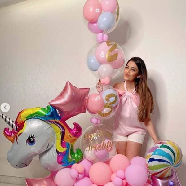 गुब्बारों से सजाया गया सृष्टि रोड़े का कमरा