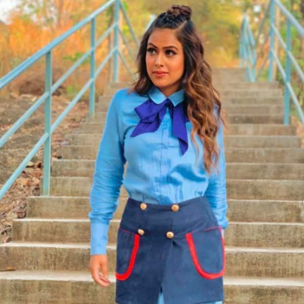 स्कूल ड्रेस में दिखीं निया शर्मा