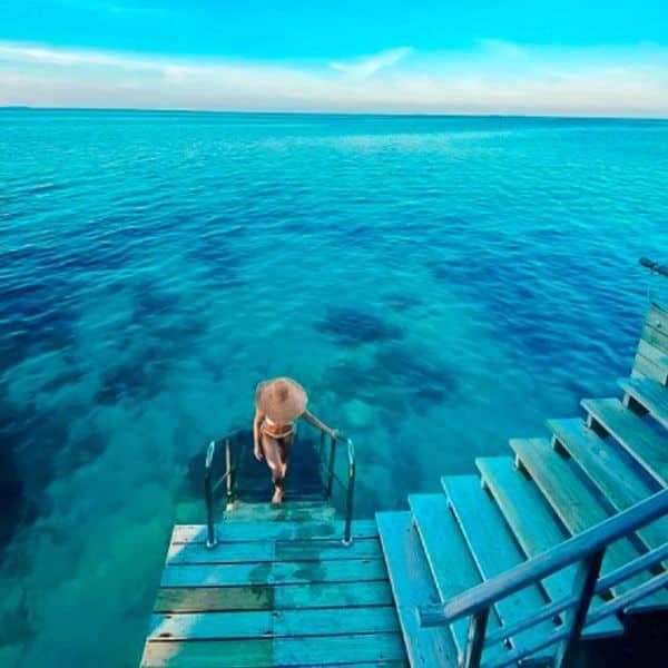समांथा अक्किनेनी ने नीले समंदर में पहनी व्हाइट बिकिनी