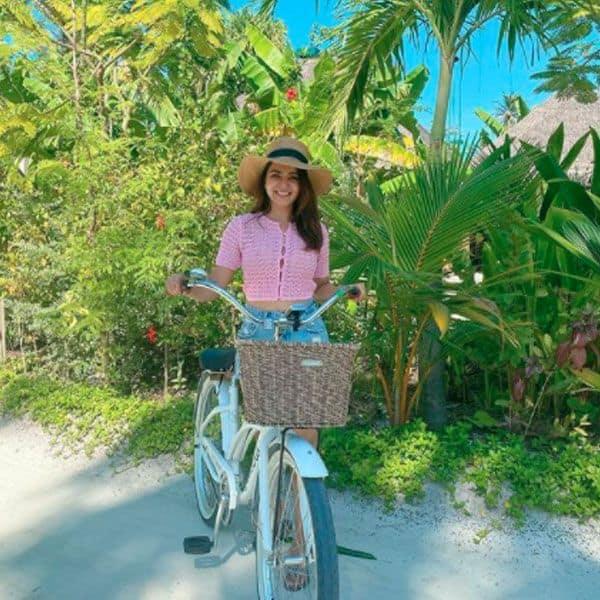 समांथा अक्किनेनी ने मालदीव में चलाई साइकिल