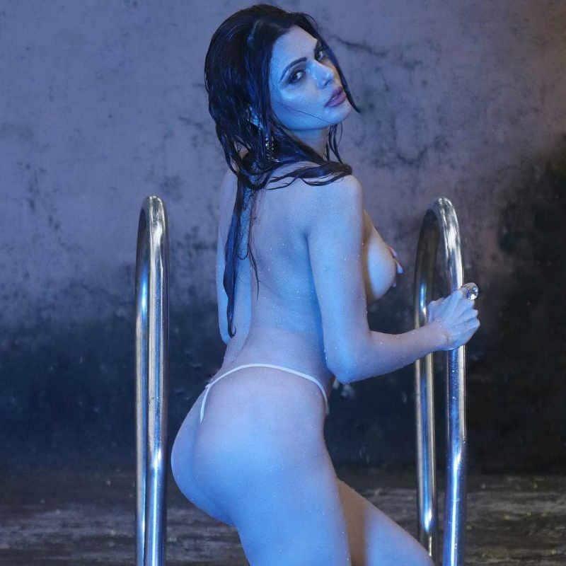 देखें Sherlyn Chopra की Bikini Photos