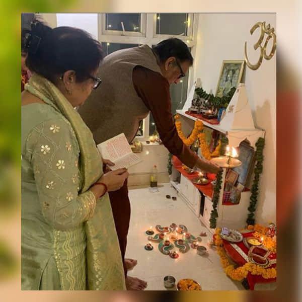 काम्या पंजाबी ने सास ससुर के साथ किया लक्ष्मी पूजन
