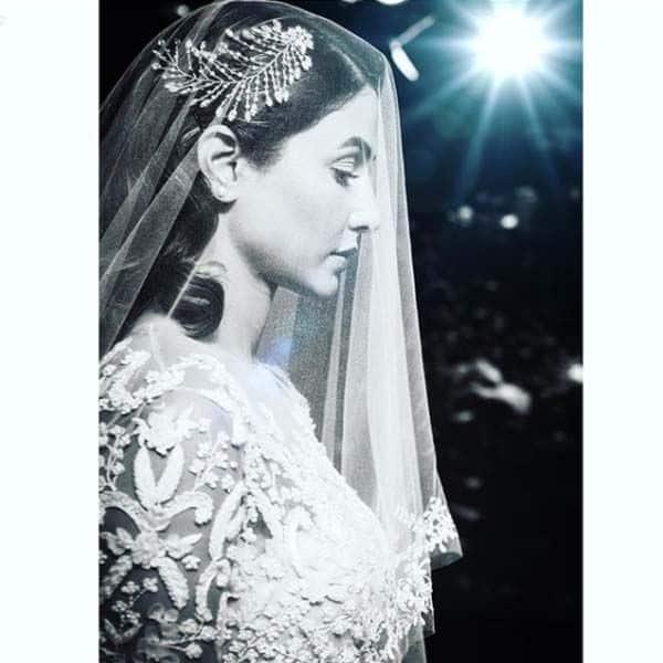 क्रिसमस पर हिना खान ने शेयर किया ब्राइडल लुक