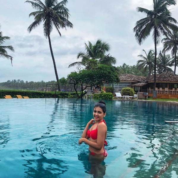 गोवा पहुंचकर पलक अग्रवाल ने लगाई डुबकी