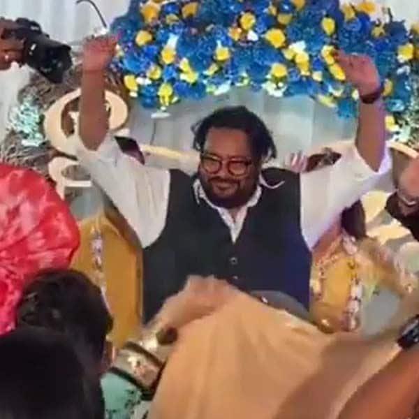 बेटे जैद दरबार की खुशी में जमकर नाते पिता इस्माइल दरबार (Ismail Darbar)