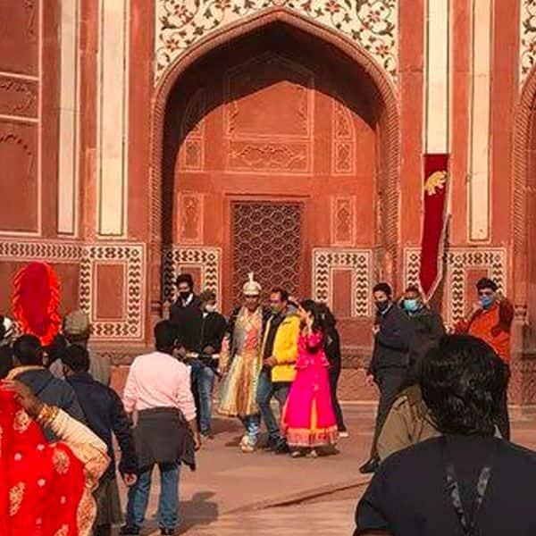 ताजमहल में दिखे अक्षय कुमार और सारा अली खान
