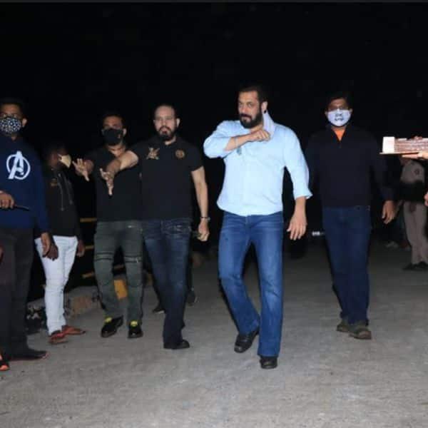 दबंग स्टाइल में मीडिया से मिलने पहुंचे सलमान खान (Salman Khan)